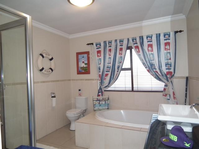 Property For Sale in Fourways, Johannesburg 15