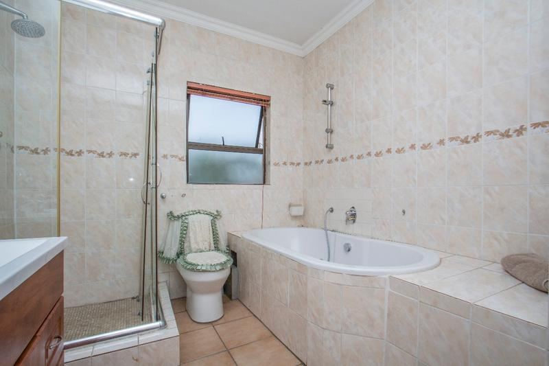 Property For Sale in Fernbrook, Fourways 13