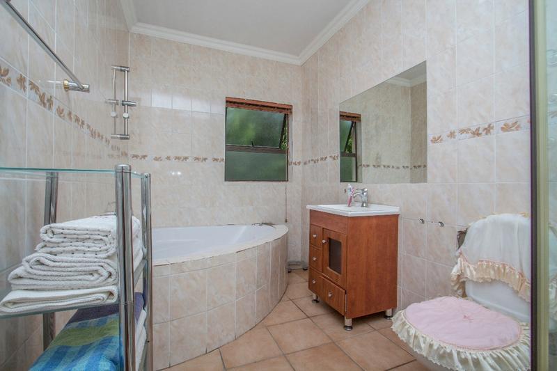 Property For Sale in Fernbrook, Fourways 14
