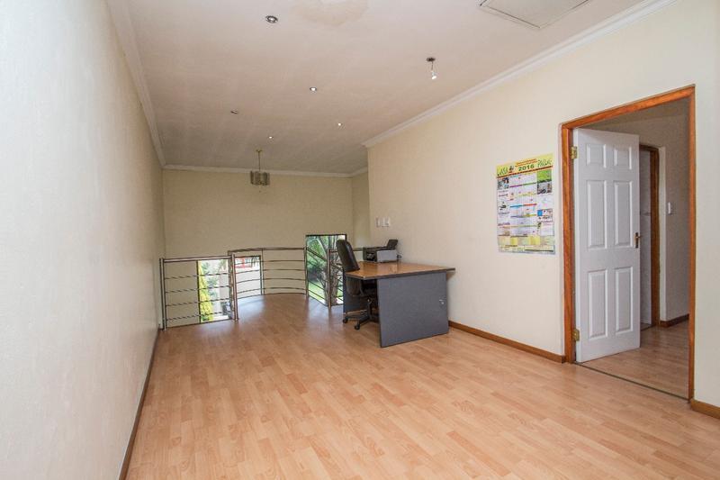 Property For Sale in Fernbrook, Fourways 15